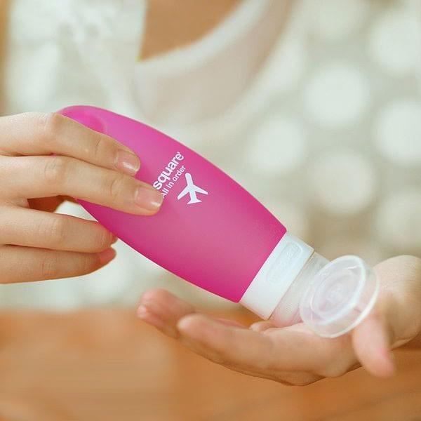 MS-032 Розовая силиконовая баночка с помпой для путешествий 98 мл фото в руках Товары интернет-магазина В Отпуск