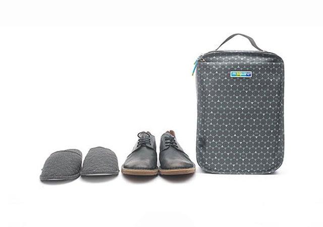 Фото в сравнении серый чехол для обуви в ромбик размер L. Товары для отдыха. Интернет-магазин В Отпуск