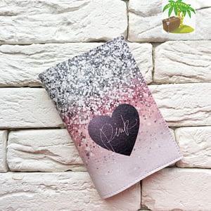 Главное фото паспортная обложка Сияющее сердце Pink. Коллекция обложек для загранпаспорта Сердечки!