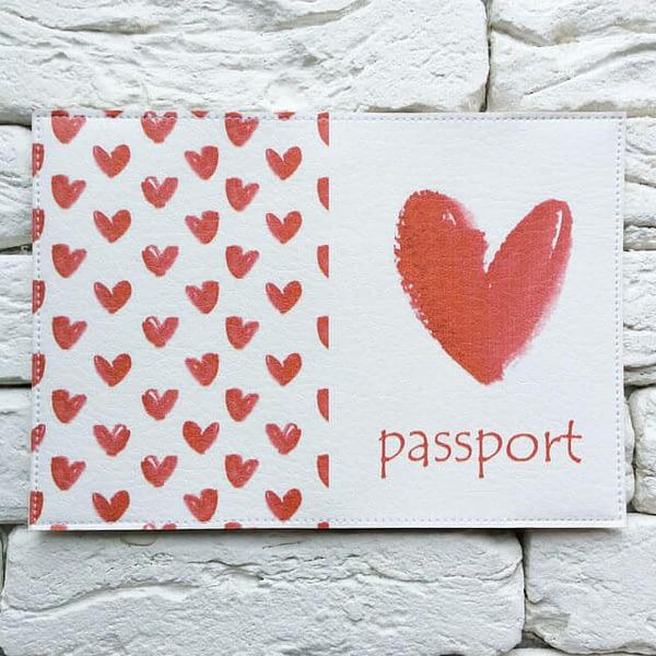 Фото разворота паспортной обложки Red Heart. Коллекция обложек для загранпаспорта Сердечки!