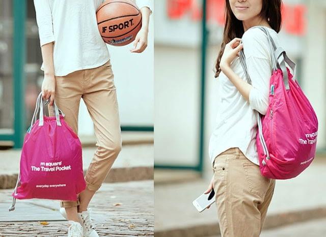 Фото девушка с розовым рюкзаком из большого розового подарочного набора. Интернет-магазин В Отпуск