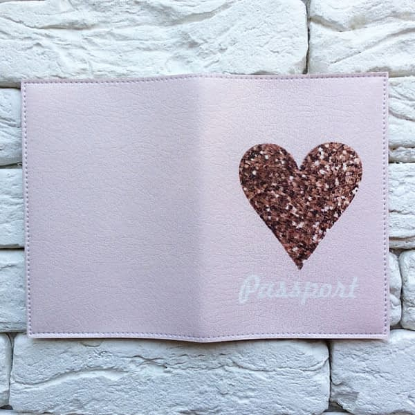 Фото разворота паспортной обложки Sweet Heart. Коллекция обложек для загранпаспорта Сердечки!