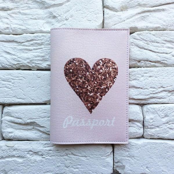 Фото анфас паспортная обложка Sweet Heart. Коллекция обложек для загранпаспорта Сердечки!