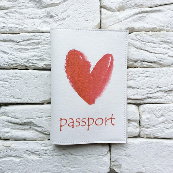 Фото анфас паспортная обложка Red Heart. Коллекция обложек для загранпаспорта Сердечки!