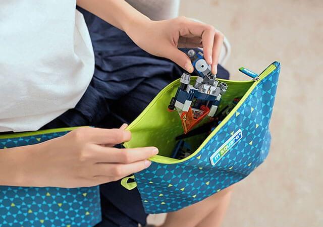Фото удобство упаковки игрушек в поездку для отдыха с детьми. Товары для отпуска. Интернет-магазин В Отпуск