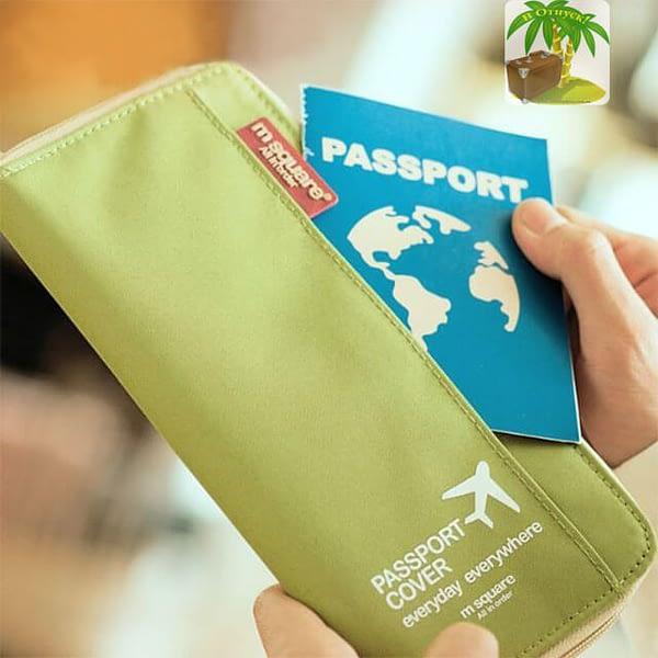 Фото однотонного зеленого органайзера для документов в руках. Товары для отдыха. Интернет-магазин В Отпуск
