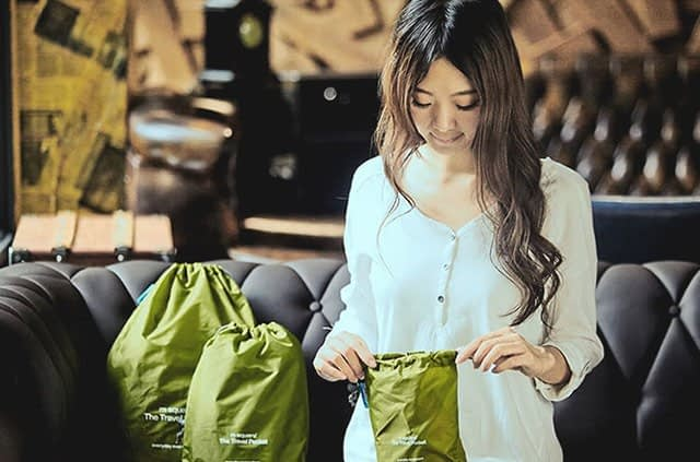 MS-013 Набор зеленых водонепроницаемых мешочков для белья фото в использовании 3. Товары для отдыха. Интернет-магазин В Отпуск