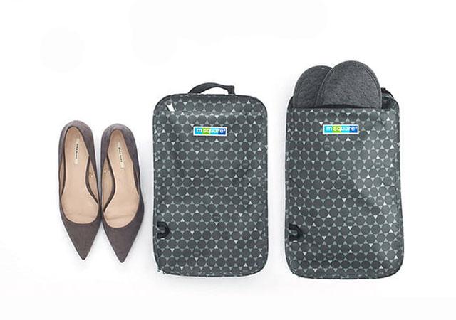 Фото в сравнении серый чехол для обуви в ромбик размер M. Товары для отдыха. Интернет-магазин В Отпуск