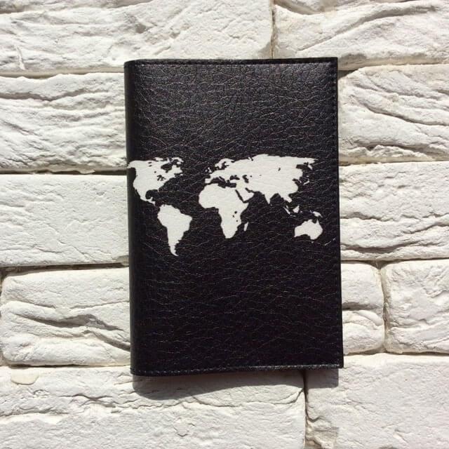 Фото анфас паспортная обложка Let`s travel черная . Коллекция обложек Путешествуй!