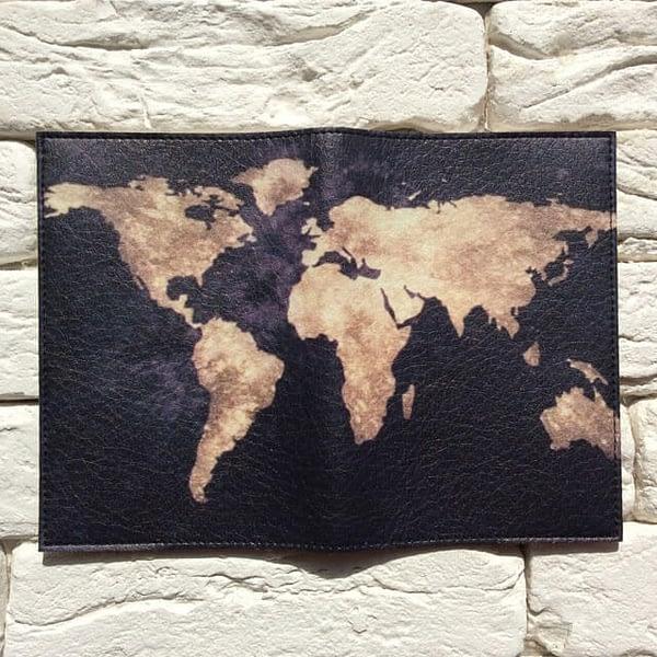 Фото разворот паспортной обложки Планета Земля черная. Коллекция обложек Путешествуй!