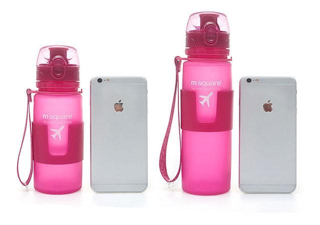 Фото сравнение размеров силиконовых бутылочек 350 мл и 500мл с телефоном iPhone