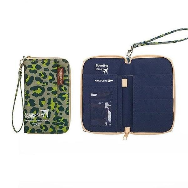 DOP-043 Компактный органайзер для документов, посадочных талонов, билетов, купюр и паспортов зеленый леопард фото в развороте