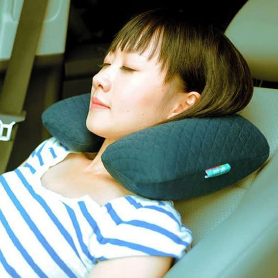 MS-063-Надувная подушка синяя фото в использовании 1