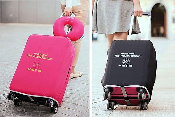 Фото в сравнении средний и малый чемоданы в розовом и черном эластичных чехлах. Товары для отдыха. Интернет-магазин В Отпуск