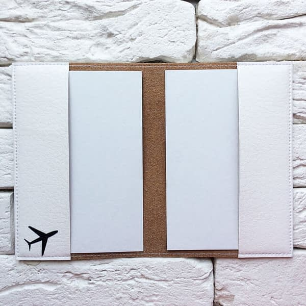Фото внутри паспортная обложка Самолет и сердечки. Коллекция обложек Сердечки