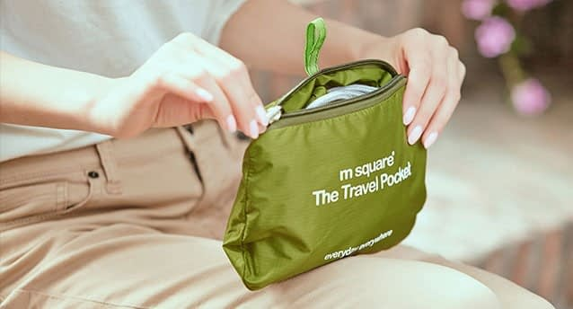 Фото зеленая водонепроницаемая сумка-рюкзак складывается в минимализирующий размер чехол. Товары для отдыха. Интернет-магазин В Отпуск