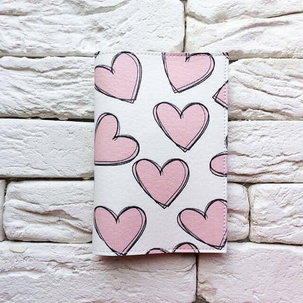 Фото анфас паспортная обложка Розовые сердечки. Коллекция обложек для загранпаспорта Сердечки!