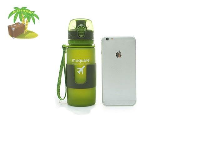 Фото сравнение размера силиконовой бутылочки 350 мл с телефоном iPhone