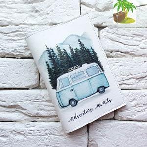 Главное фото паспортная обложка Автобус Adventure awaits. Коллекция обложек Путешествуй!
