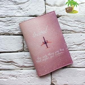 Главное фото паспортная обложка Самолет лети розовая. Коллекция обложек Путешествуй!