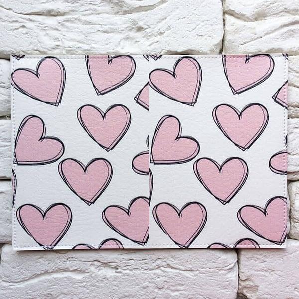 Фото разворот паспортной обложки Розовые сердечки. Коллекция обложек для загранпаспорта Сердечки!