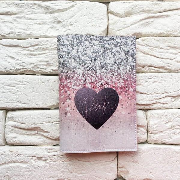 Фото анфас паспортная обложка Сияющее сердце Pink. Коллекция обложек для загранпаспорта Сердечки!