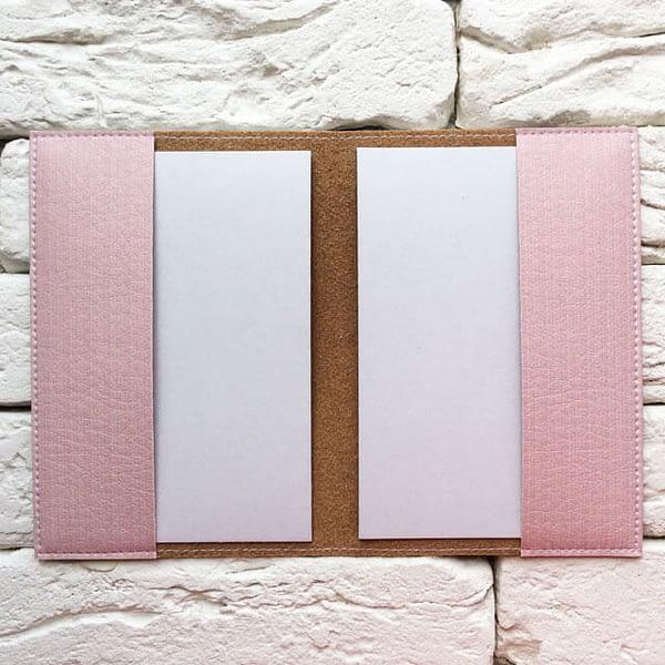 Фото внутри паспортной обложки Сияющее сердце Pink. Коллекция обложек для загранпаспорта Сердечки!