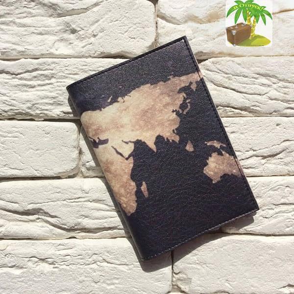 Главное фото паспортная обложка Планета Земля черная. Коллекция обложек Путешествуй!