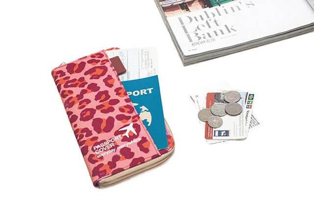 Фото дорожный органайзер цвета красный леопард в сравнении с карточками. Товары для отдыха. Интернет-магазин В Отпуск