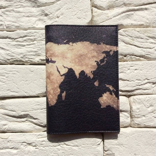 Фото анфас паспортная обложка Планета Земля черная. Коллекция обложек Путешествуй!